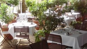 Restaurant-La-Terrasse-Mirabeau-Paris-16-Pierre-Negrevegne-41-705x400